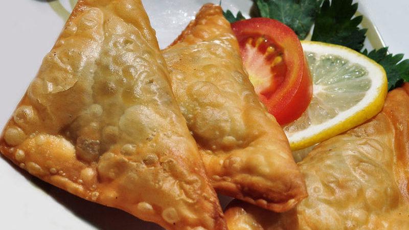 طريقة عمل سمبوسة لفطور رمضان بثلاث حشوات مختلفة