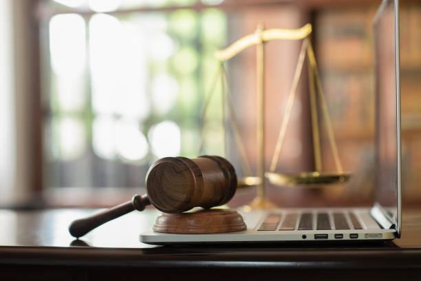 كيف توكل محامي في الكويت؟
